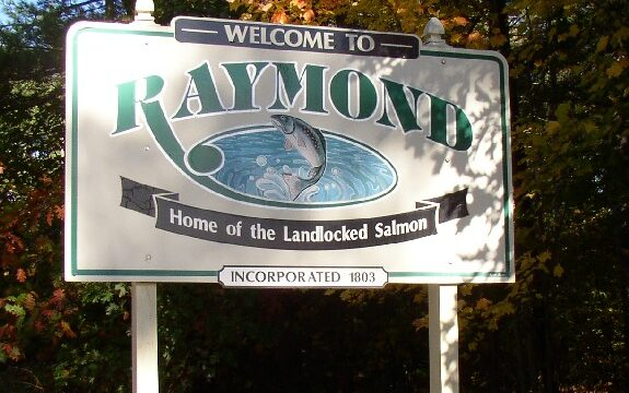 Town of Raymond sign